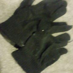 handschoenen, as reported by Stadsschouwburg Amsterdam using iLost