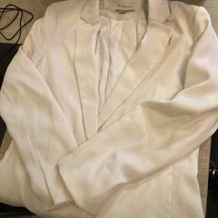 Witte blazer, gemeldet von Van der Valk Hotel Heerlen über iLost