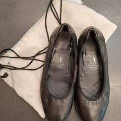 Schoenen in zak, as reported by Rotterdam The Hague Airport using iLost