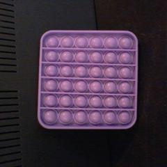 Paarse pop-it vierkant, gemeldet von Apenheul über iLost