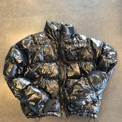 Zwarte puffer jas - merk Berschka, zoals gemeld door Awakenings ADE – Warehouse Elementenstraat 2019 met iLost