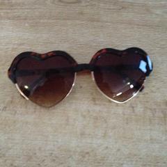 Zonnebril met hartjes glazen