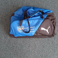 zwart blauwe puma sporttas, zoals gemeld door Connexxion Overijssel / Flevoland-IJsselmond met iLost