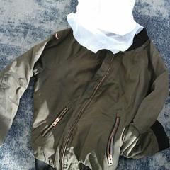 Plastic draagtasje met inhoud: jasje, zoals gemeld door Connexxion Gooi en Vechtstreek met iLost
