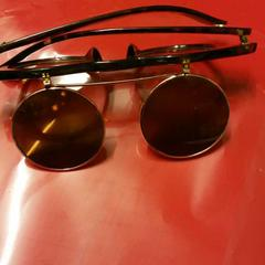 Sunglasses, as reported by Sir Albert Amsterdam using iLost