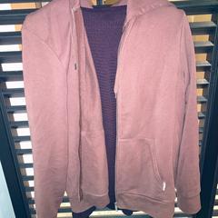 Vest en trui, gemeldet von Van der Valk Hotel Heerlen über iLost