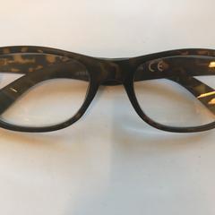 Zwarte bril met bruin, as reported by Cursus en vergadercentrum Domstad using iLost