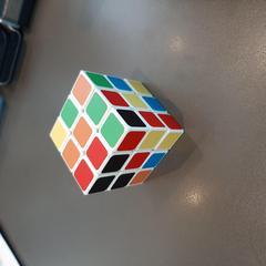 Rubik's cube, a été signalé par MEININGER Hotel Lyon Centre Berthelot utilisant iLost