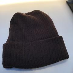 dark brown beanie, as reported by Rijksmuseum using iLost