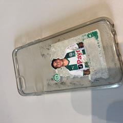 Telefoonhoesje met sticker van Ludovit Reis, zoals gemeld door Groninger Museum met iLost