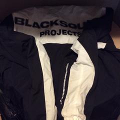 """Black Jacket ( blacksquad ), gemeldet von MEININGER Hotel Berlin """"Mitte"""" Humboldthaus über iLost"""
