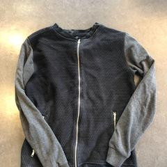 Donkerblauw vest - merk Kultivate, as reported by Awakenings ADE – Warehouse Elementenstraat 2019 using iLost