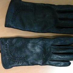 Zwarte dameshandschoenen, zoals gemeld door Connexxion Hoekse Waard/Goeree Overflakkee met iLost