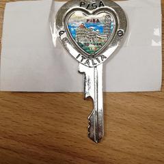 """Key """"Pisa"""", as reported by Meininger Berlin Tiergarten using iLost"""