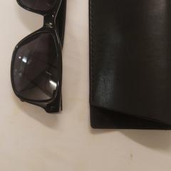 Zonne bril en hoesje, zoals gemeld door Grand Hotel Amrath Kurhaus met iLost