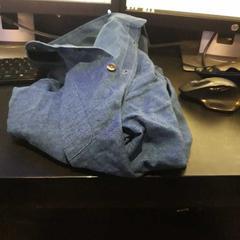 Blauw jeans hemd, zoals gemeld door Van der Valk Hotel Heerlen met iLost