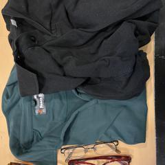 Groene en zwarte polo shirts met brillen, zoals gemeld door Jaarbeurs met iLost
