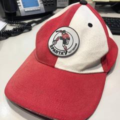 Rood-Witte Sparta pet, zoals gemeld door Sparta Rotterdam met iLost