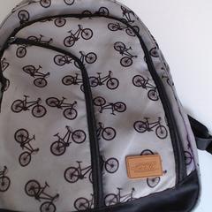sac a dos gris, a été signalé par Agence Azalys utilisant iLost
