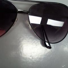 zonnebril, come riportato da Walibi Holland utilizzando iLost