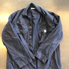 Donkerblauw oversized overhemd - merk Other Label, zoals gemeld door Awakenings ADE – Warehouse Elementenstraat 2019 met iLost