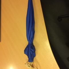 Blauwe paraplu, zoals gemeld door Pathé Eindhoven met iLost