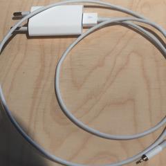 Iphone oplader wit koordje, zoals gemeld door The Tire Station Hotel met iLost