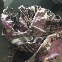 paar/grijs sjaal, as reported by Van der Valk Hotel Veenendaal using iLost