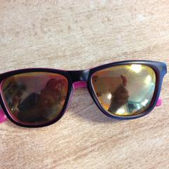 Zonnebril zwart met roze