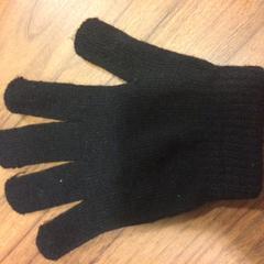 Losse zwarte handschoen, as reported by Pathé Haarlem using iLost