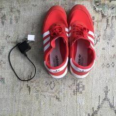 sneakers, 2x charger, as reported by Sir Albert Amsterdam using iLost