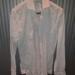 Witte blouse, zoals gemeld door Van der Valk Hotel Apeldoorn - De Cantharel met iLost