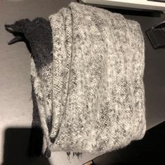 Sjaal, zwart met grijs, as reported by Van der Valk Hotel Veenendaal using iLost