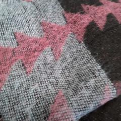 Sjaal bruin/roze, zoals gemeld door Arriva Friesland / Groningen met iLost