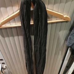 Zwarte sjaal, zoals gemeld door Van der Valk Hotel Apeldoorn - De Cantharel met iLost
