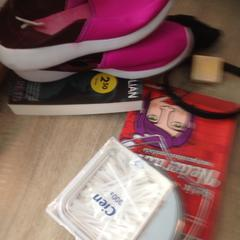 Spullen/boeken& schoenen, zoals gemeld door Van der Valk Hotel Veenendaal met iLost