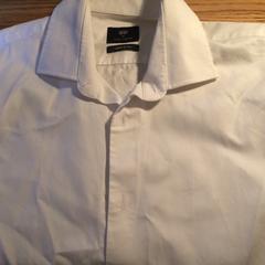 Witte blouse, as reported by Van der Valk Hotel Kasteel TerWorm using iLost