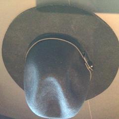 Zwarte hoed, zoals gemeld door Van der Valk Hotel Amsterdam Zuidas met iLost
