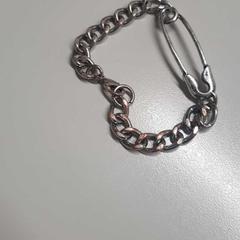 Bracelet, zoals gemeld door The Tire Station Hotel met iLost