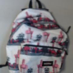 sac a dos rose gris blanc, a été signalé par Agence Azalys utilisant iLost