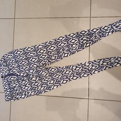 Pantalon de pyjama bleu et blanc, as reported by MEININGER Hotel Lyon Centre Berthelot using iLost