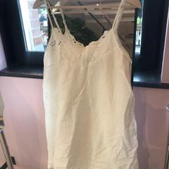 white dress, zoals gemeld door Conscious Hotel Westerpark met iLost