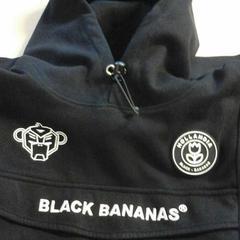 Black hoodie, come riportato da Connexxion Zeeland utilizzando iLost