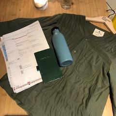 jackets, bottle, notebook and notes, zoals gemeld door Conscious Hotel Westerpark met iLost