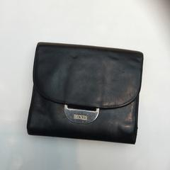 Black leather wallet BRECKER, as reported by Rijksmuseum using iLost